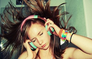 Girls-Listen-Music